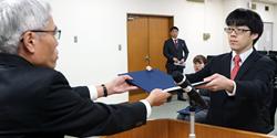 平成30年度 法学部校友会第2種奨学生 証書授与式が執り行われました