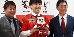 本学サッカー部の金子拓郎選手(政治経済学科3年)がJ1の北海道コンサドーレ札幌に入団内定しました